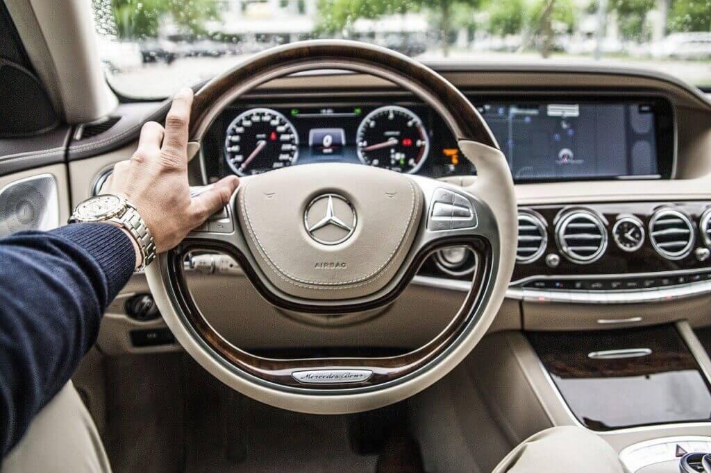 Autóval álmodni mit jelent?