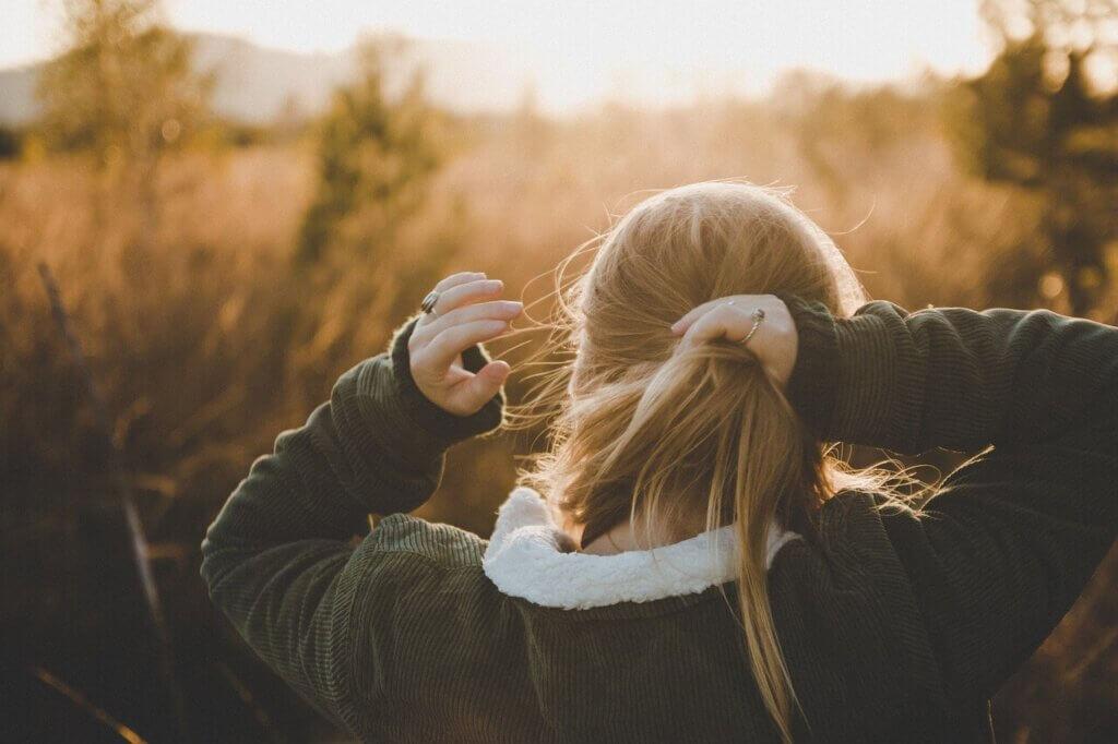 Kihullott hajjal álmodni mit jelent?